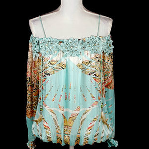 NWT  Gorgeous Casting Top